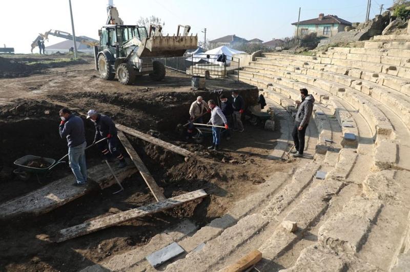 Antik+kent+kazýlarýnda+bebek+mezarý+bulundu