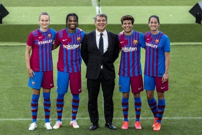 FC+Barcelona+yeni+sezon+formalar%C4%B1n%C4%B1+tan%C4%B1tt%C4%B1