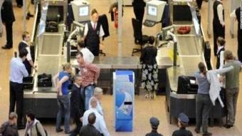 Havaalanı güvenliklerine takılan ilginç eşyalar ve silahlar