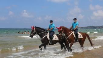 İstanbul'da, Atlı Jandarma Timi sahillerde uygulama yaptı