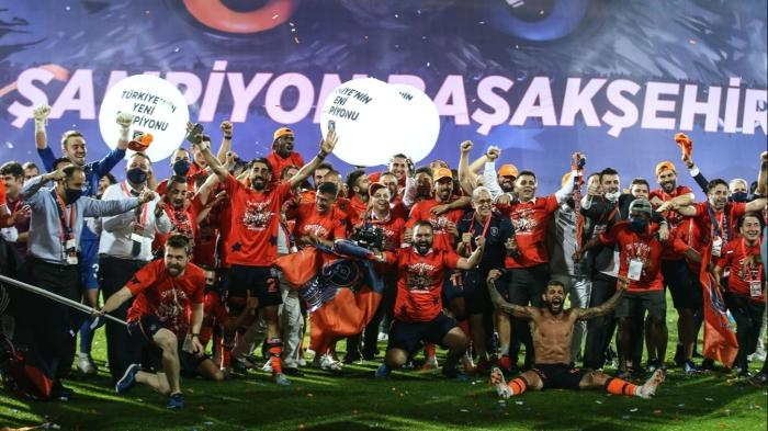 Medipol Başakşehir'in şampiyonluk sevinci! İşte o anlar...