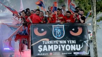 Başakşehir, şampiyonluğunu böyle kutladı