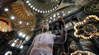 Ayasofya-i Kebir Cami-i Şerifi'ne ziyaretçilerin ilgisi sürüyor