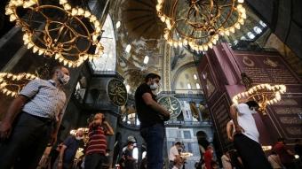 Ayasofya-i Kebir Cami-i Şerifi'ne ziyaretçilerin ilgisi devam ediyor