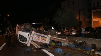 İstanbul'da kamyonet ile otomobil çarpıştı: 5 kişi yaralandı