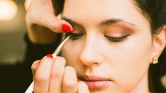 Eyeliner sürme teknikleri! İnce eyeliner nasıl sürülür?