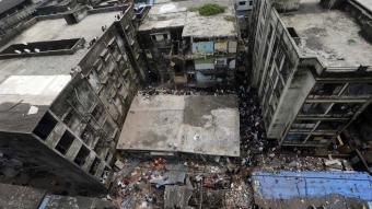 Hindistan'da bina çöktü: 10 ölü, 11 yaralı