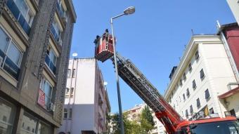 Kahramanmaraş'ta eve kilitlendikleri ihbarında bulunan iki kadını itfaiye kurtardı