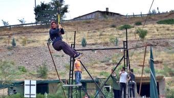 Fırat Nehri üzerine kurulan ''zipline'' ilgi odağı oldu