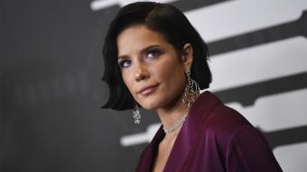 Dünyaca ünlü şarkıcı Halsey saçlarını kazıttı