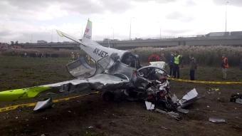 Büyükçekmece'de bir eğitim uçağı boş araziye düştü.