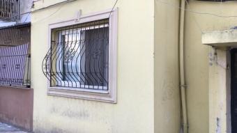 Adana'da kocasının kıskançlık nedeniyle eve kilitlediği kadın koruma altına alındı
