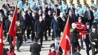 Başkan Erdoğan ve devlet erkanı Anıtkabir'i ziyaret etti