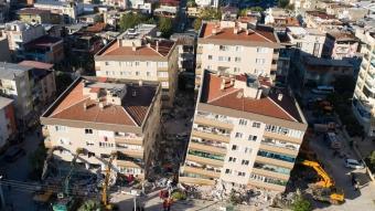 Hasar gören binalarda arama ve kurtarma çalışmaları havadan görüntülendi