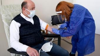 Çin menşeli koronavirüs aşısı Kayseri Şehir Hastanesi'nde gönüllülere uygulanmaya başlandı.