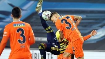 Fenerbahçe-Başakşehir maçında skandal hakem kararı