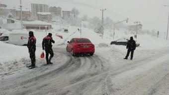 Kar yağışı Türkiye'nin dört bir yanında sürücülere zor anlar yaşattı