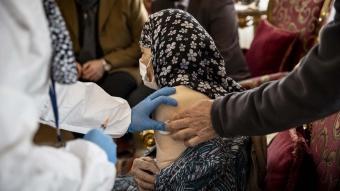 Ankara'nın en yaşlı iki kadınına koronavirüs aşısı yapıldı
