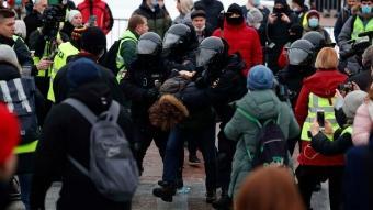 Rusya'da binlerce kişi sokaklara döküldü!