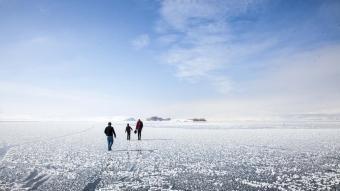 40 kilometrelik alanı kaplayan Nazik Gölü'nün yüzeyi buzla kaplandı