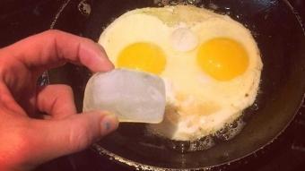 Mutfakta işinizi yarayacak pratik bilgiler! Yumurtayı pişirirken içine buz atarsanız...