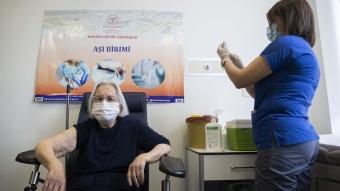 Ankara'da80 yaş ve üzerindeki vatandaşlara aşı uygulanmaya başlandı