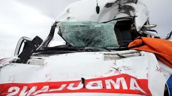 Sivas'ta tıra arkadan çarpan ambulanstaki hemşire öldü, şoför yaralandı