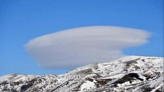 Karlı ve sisli hava Yıldız Göleti'ne estetik kattı