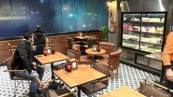 İstanbul'da yüzde 50 kapasiteyle kafe ve restoranlar ilk müşterilerini aldı