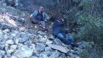 Dağda mahsur kalan 4 kişiyi helikopterle kurtarıldı