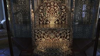 Padişahların bayram merasiminde kullandığı 'Arife Tahtı' Topkapı Sarayı'nda sergilenmeye başlandı