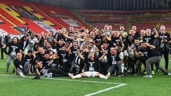 Yer siyah, gök beyaz; şampiyon Beşiktaş!