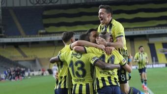 Fenerbahçe'de 9 isimle yollar ayrılıyor