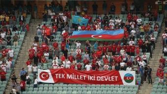 Can Azerbaycan! Millilere Bakü'de büyük destek