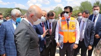 Bakan Karaismailoğlu, Dostluk Yolu Şantiyesi'nde incelemelerde bulundu