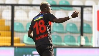 Galatasaray transferde bombayı patlatıyor! 2 futbolcu artı para...