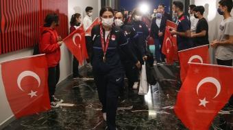 Paralimpik Oyunları'nda masa tenisinde yarışan milli sporcular yurda döndü