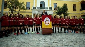 Galatasaray Kulübünde yeni kurulan kadın futbol takımı tanıtıldı
