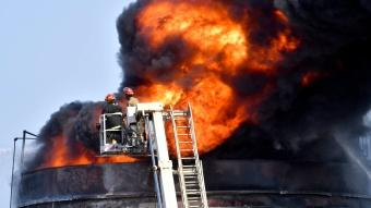 Petrol tesisinde yangın! Dehşet anları saniye saniye kaydedildi
