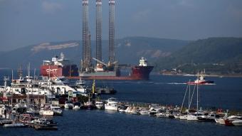 Çanakkale Boğazı tek yönlü olarak transit gemi geçişlerine kapatıldı