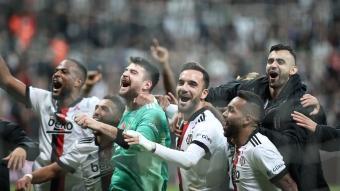 Yer siyah gök beyaz! İşte Beşiktaş'ın Galatasaray galibiyetinden en özel kareler