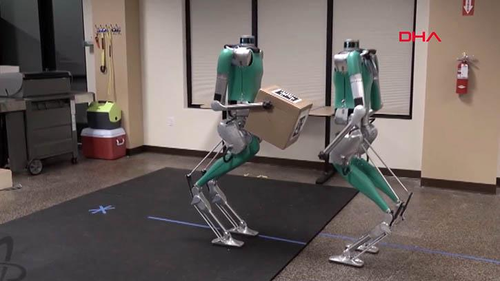 Postacı İnsansı Robot Satışa Çıktı