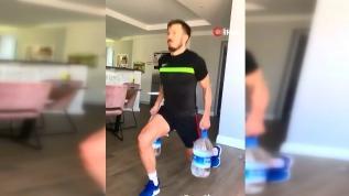 Galatasaray'ın futbolcusu Linnes'den evde su şişeleri ile antreman