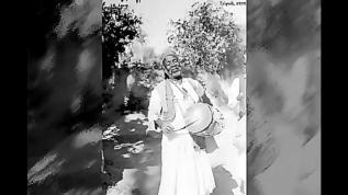Yıl 1931 Libya'da Ramazan davulcusu Türkçe mani söylüyor