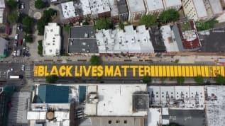 Brooklyn'de 'Black Lives Matter' yazan sokak
