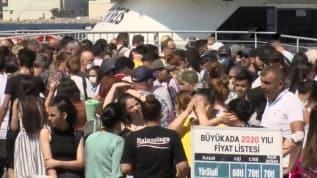 İstanbulluların akın ettiği Büyükada'da plajlar doldu, sosyal mesafe yine unutuldu