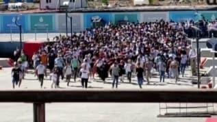 Yüzlerce kişinin 'vapur koşusu' ilginç görüntüler oluşturdu