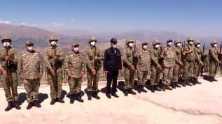 Bakan Akar ve komutanlar Irak sınırındaki birlikleri denetliyor