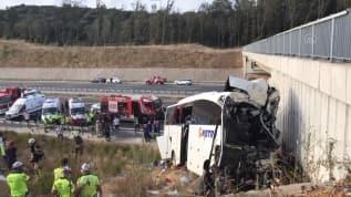 Otobüs yoldan çıktı: 5 ölü, 25 yaralı