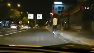 Bisiklet üzerinde tehlikeli yolculuk!